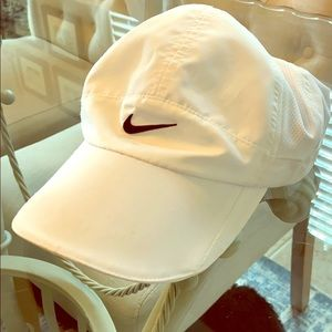 Nike Feather lite cap NWOT
